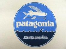 他の写真3: 日本未発売 PATAGONIA サンタモニカ限定 ロゴバックプリント 半袖 Tシャツ USA製 (NEW)