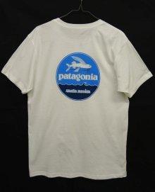他の写真2: 日本未発売 PATAGONIA サンタモニカ限定 ロゴバックプリント 半袖 Tシャツ USA製 (NEW)